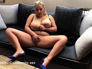 Stunning bigtits babe rubbing her cunt