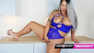 Fit UK Babestation BBW strips off and rubs her pussy